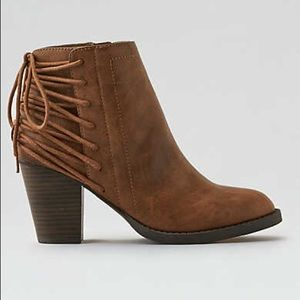 NWT AEO Laced-up Heeled Bootie